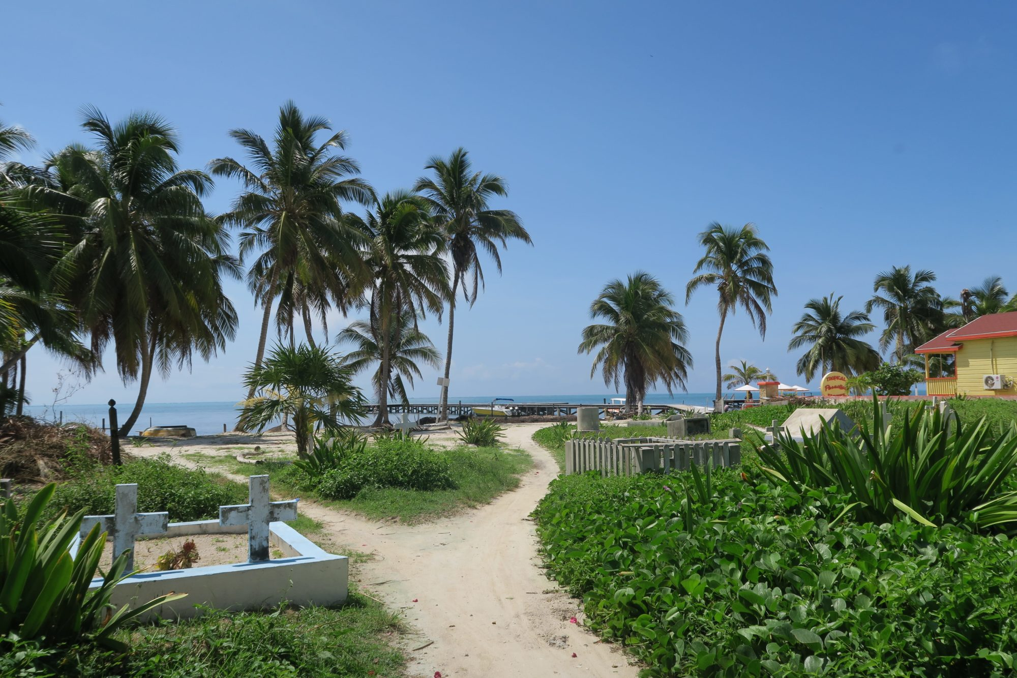 belize_caye_caulker_friedhof