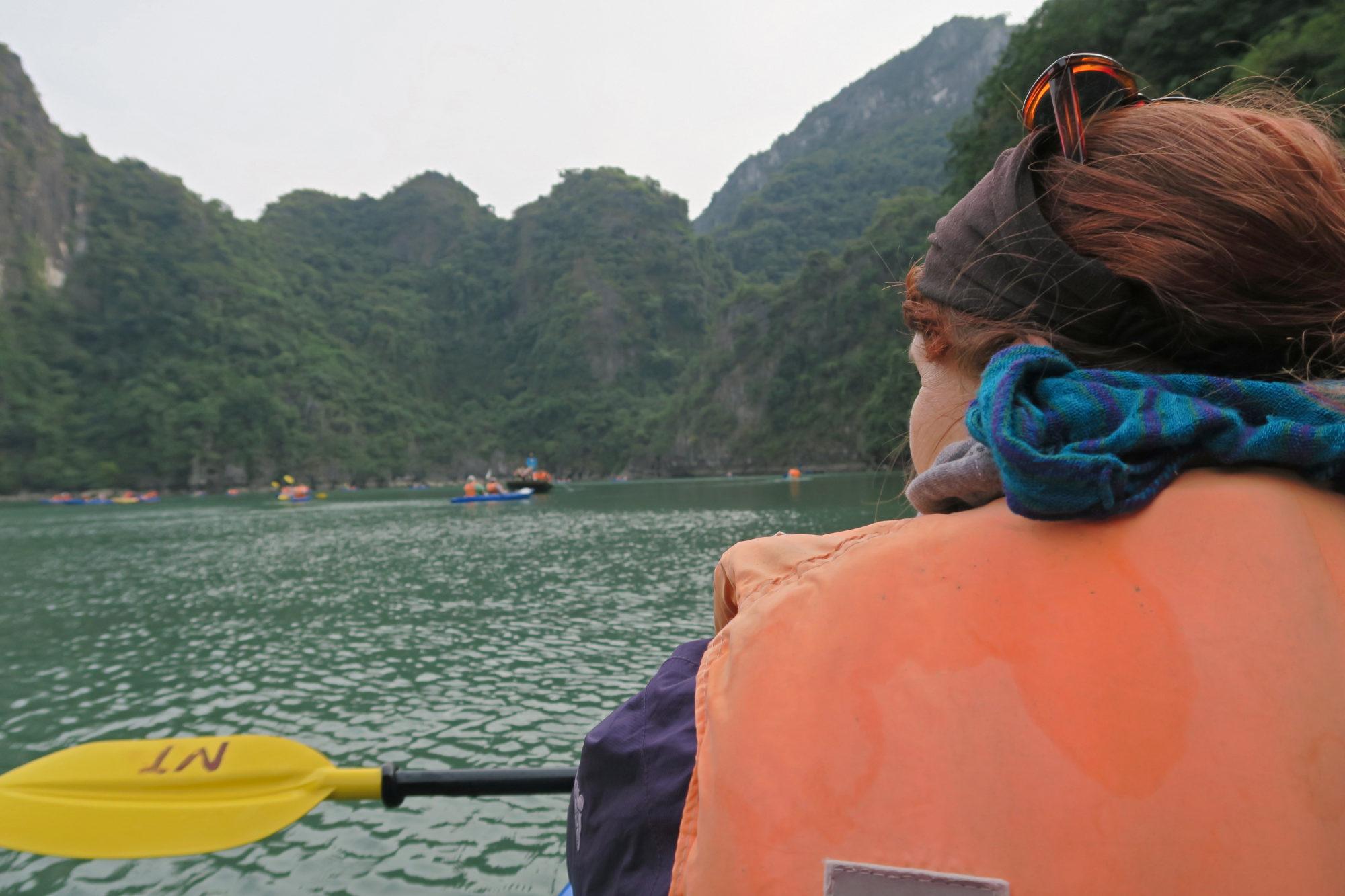 vietnam halong bucht kajak fahren