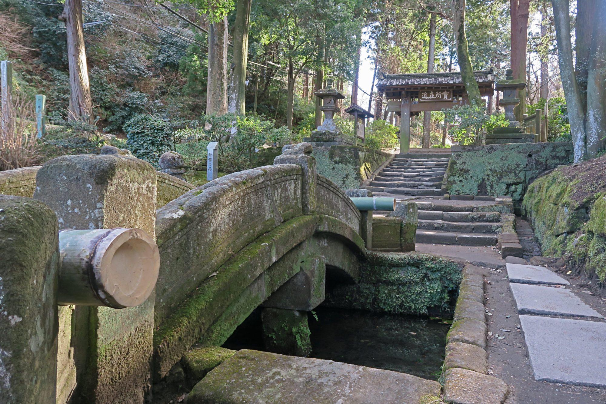 mittelalterliche brücke in kamakura, japan